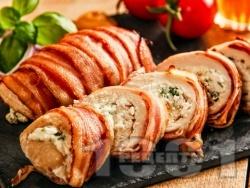 Пиле увито в бекон с плънка от синьо сирене и босилек - снимка на рецептата
